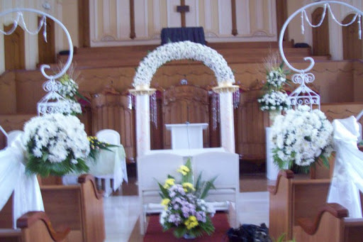 Wedding flowers certified bride chilla don bosco i am saying this because the interior such as high ceilings walls choir loft of inc is really stunning and looks a bit different as stopboris Choice Image